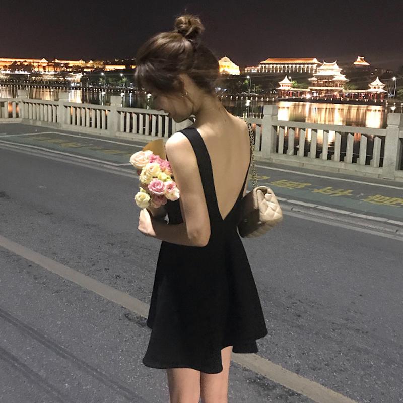 少女心仙女裙夏装2018新款复古收腰温柔风小心机露背冷淡风连衣裙