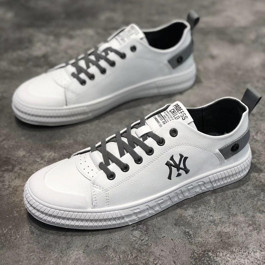 流行男鞋春夏新款百搭休闲跑步软底运动滑板皮鞋青年学生抖音同款