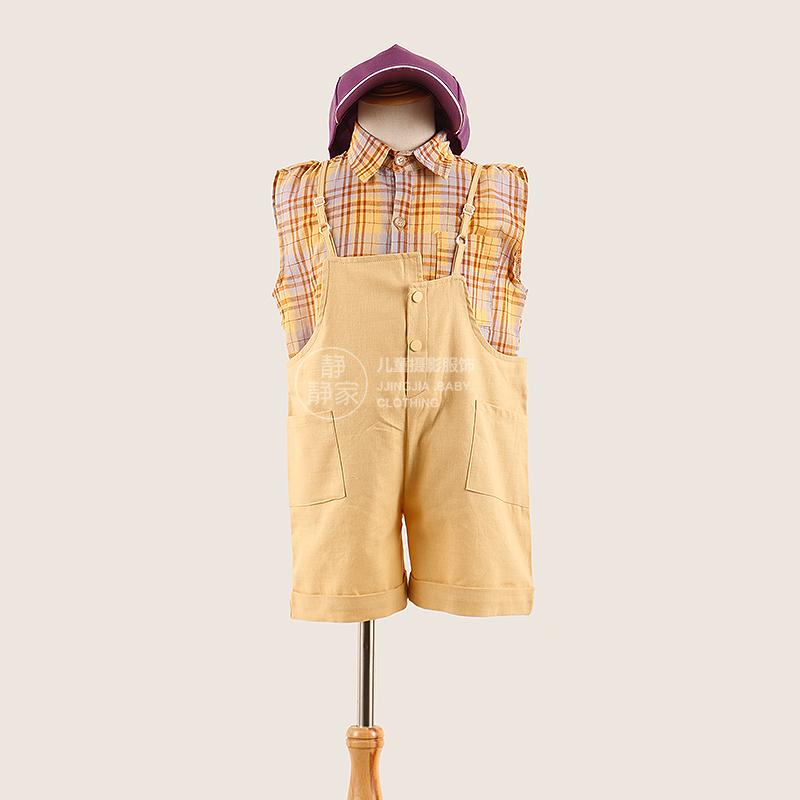 复古风格子衬衫男大童拍照背带裤