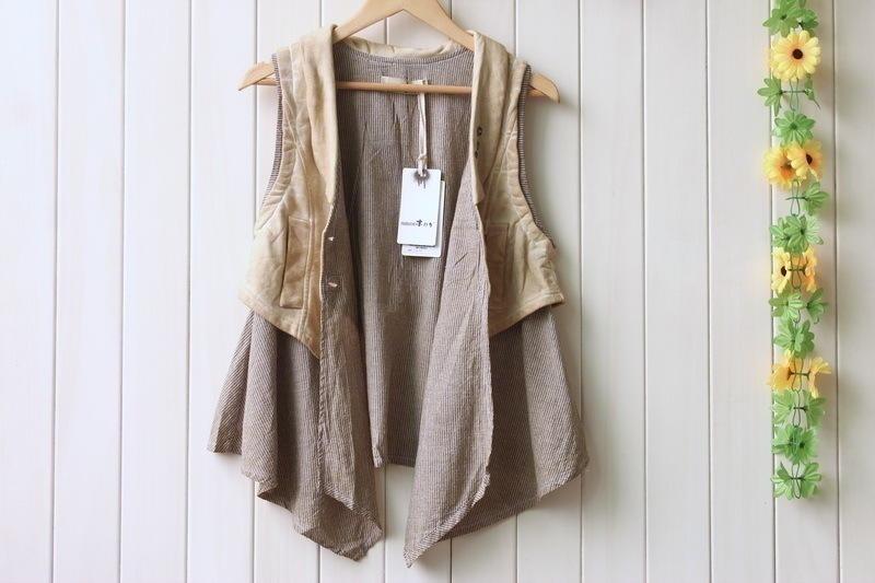 2021秋の長袖婦人服創意イギリス復古ベストベストベストベストの外にカーキの薄いタイプのボトムTシャツを二点セットでセットする。