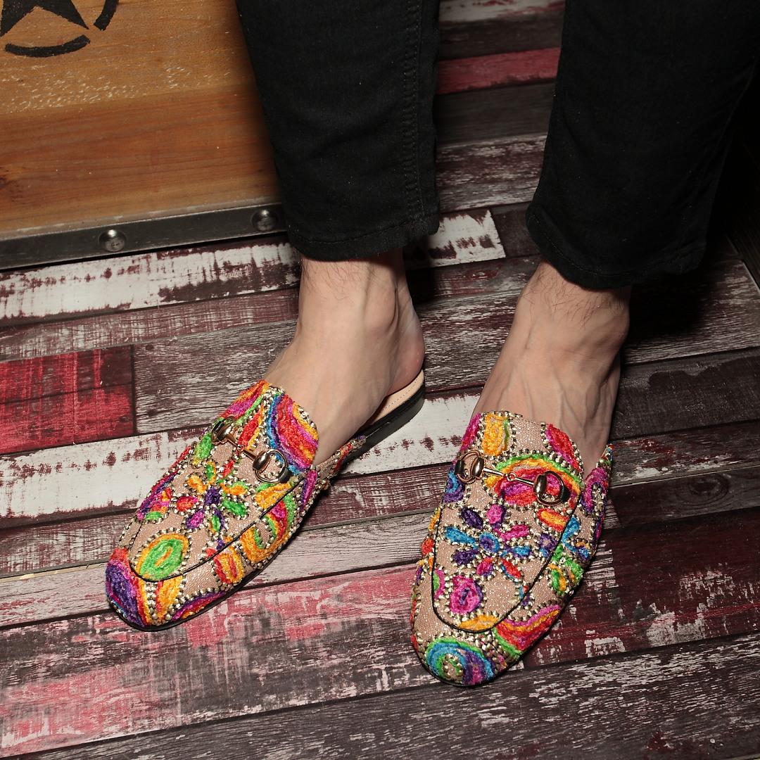 Яркий малый кожаный обувной мужчина корея душный вонь волосы тип модельние обувь чалма приток мужчин шлепанцы ночные клубы личность половина торможение мужская обувь