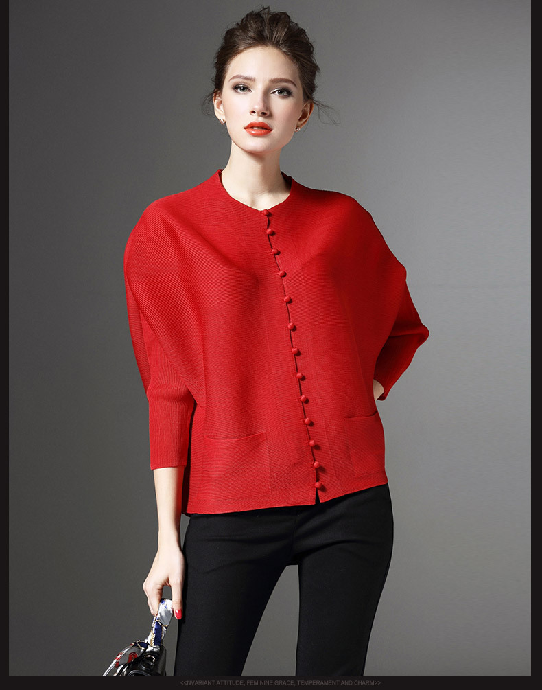 Spring and summer 2020 new sanzhai pleated one row button cardigan loose large pleated sunscreen top