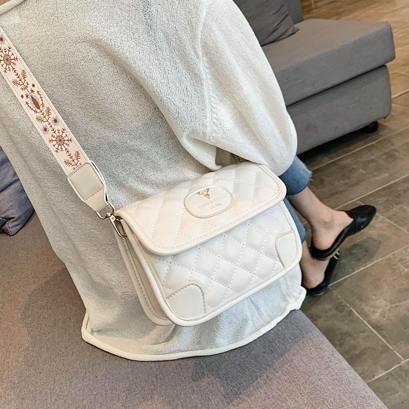 法国质感流行小包包2020新款潮网红斜挎包女腋下包百搭ins单肩包图片
