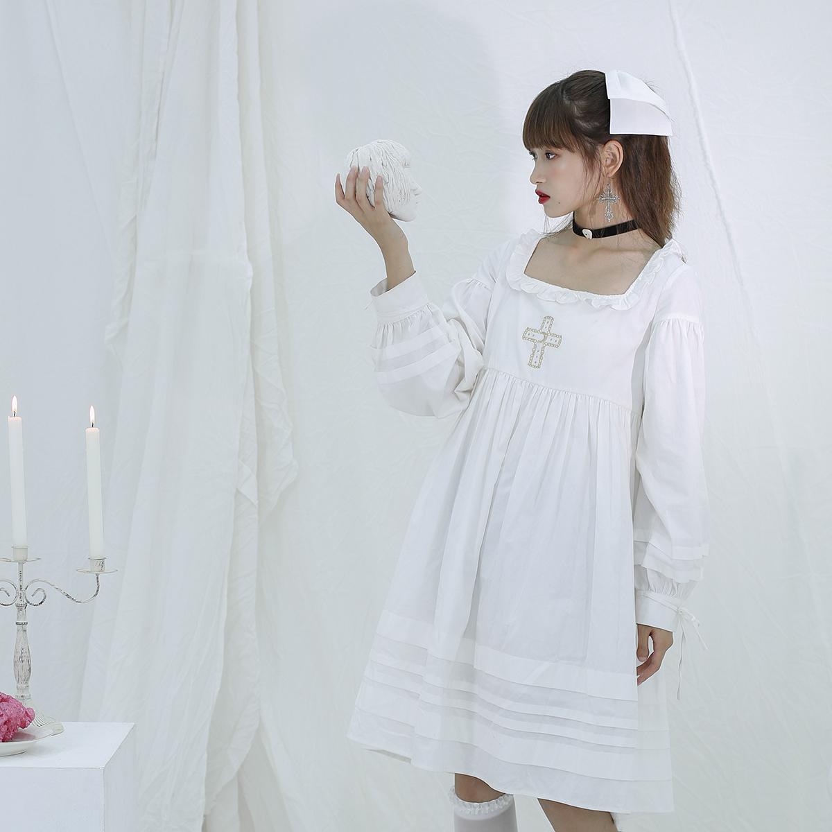 月亮浮士德原创白系带十字架方领法式少女量感褶皱宽松娃娃连衣裙热销22件需要用券