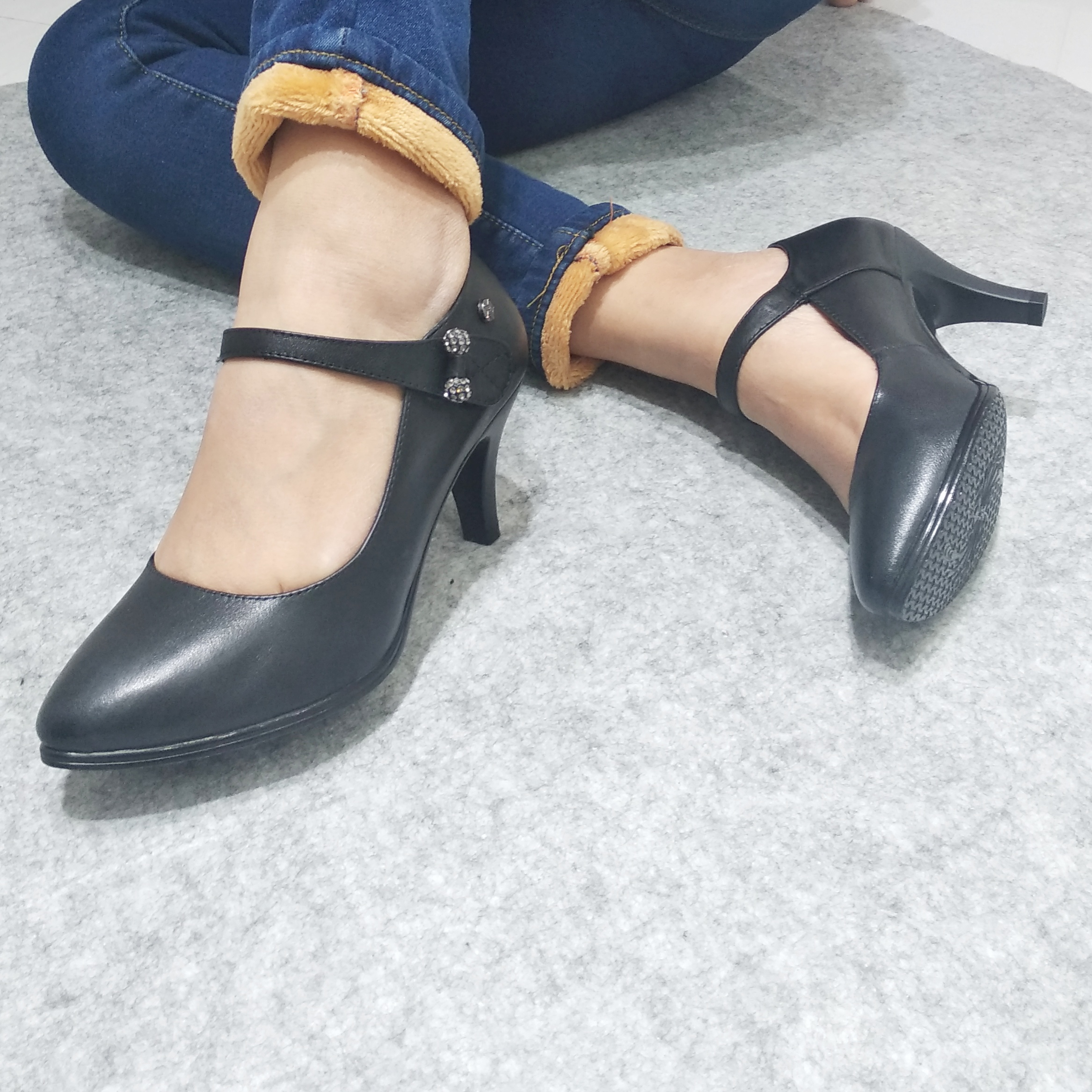 No return and exchange special price, one-piece cowhide heel 2020, buckle ankle strap, womens ladybugs, high-heeled work order shoes, beauty