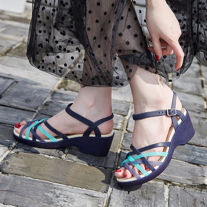 Summer 2020 jelly shoes hole female sandals soft sole antiskid beach shoes mother slope heel crystal plastic rain shoes woman