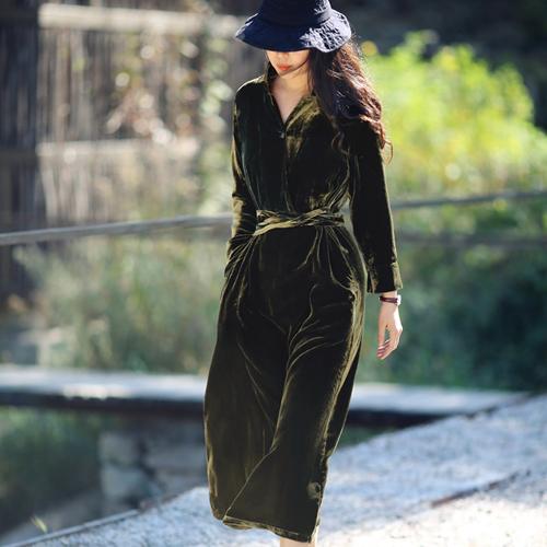 游设计原创新中式真丝绒收腰连衣裙 桂魄