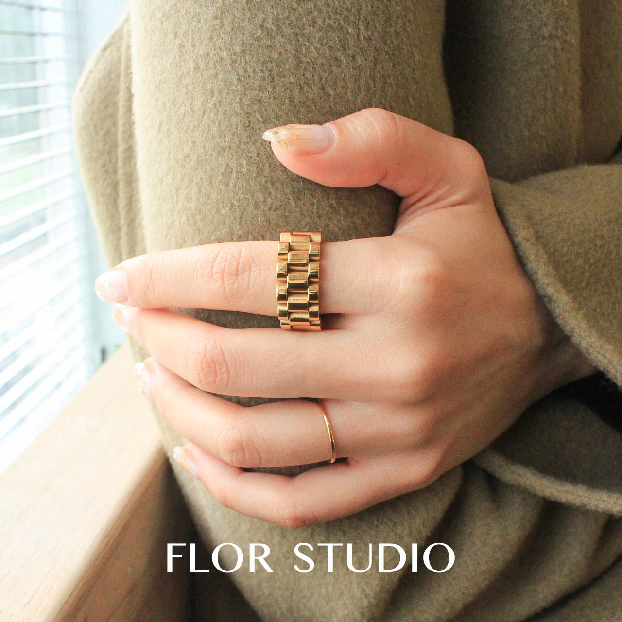 Flor design, a small number of European and American simple personalized rings, superimposed ins bracelets and rings, lovers package mail