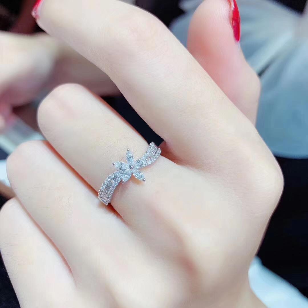 梵克迪珠宝钻戒 18K金戒指 求婚结婚 钻石戒指女花形