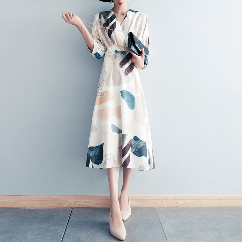 设计感法式小众雪纺连衣裙高端名媛气质夏新款收腰V领度假妈妈裙