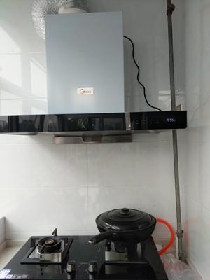 想下使用对比美的MT588R+Q216B抽油烟机燃气灶套餐顶吸式烟灶欧式自动清洗套装怎么样?