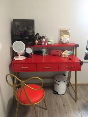 网红小姐姐亲身使用欧莱弗梳妆台怎么样??是什么材质的?