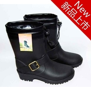 Overshoes rain boots female Korean fashion boots warm water shoes plus velvet plus cotton shoes rubber boots rubber boots Ms trade