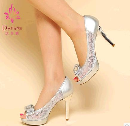 Daphne 達芙妮專櫃 淺口亮片蝴蝶結高跟細跟魚嘴女單鞋
