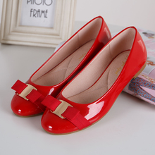 Europe and the United States the new during the spring and autumn 2015 bows round head light mouth flat flat documentary patent leather shoes casual and comfortable shoes