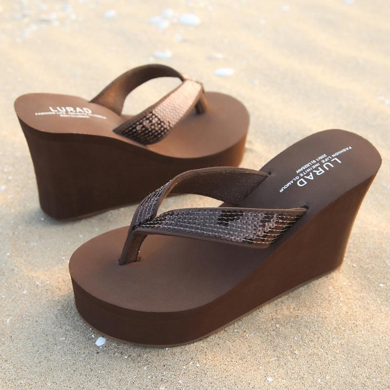62.00元包邮路拉迪亮片女士人字拖鞋 夏季松糕坡跟厚底超高跟防滑沙滩凉拖鞋