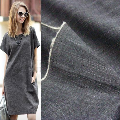 灰色の暗い模様の木目の半綿の布はデニムのシャツのズボンのスカートの生地のクリアランスをまねます。