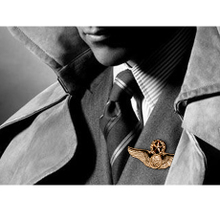 Europe and the United States general eagle domineering male pin badge Retro metal badges cap badge YUKI man suit brooch