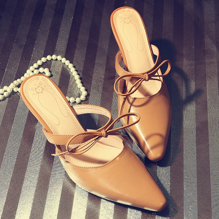 The fish didnt put the same retro womens shoes in the evening. Bow knot pointed Baotou sandals. Leather thin heel high-heeled sandals