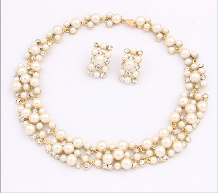 European and American Korean fashion hot sale online popular imitation pearl necklace set Bridal Jewelry New Trend temperament