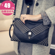 Female baodan-shoulder diagonal packet flows Korean rivet skeleton School of mini vintage skull clutch bag air bag
