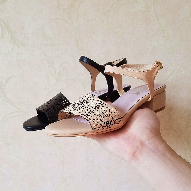 New summer 2018 leather hollow carved flower ankle strap thick medium heel square heel womens shoes sandals