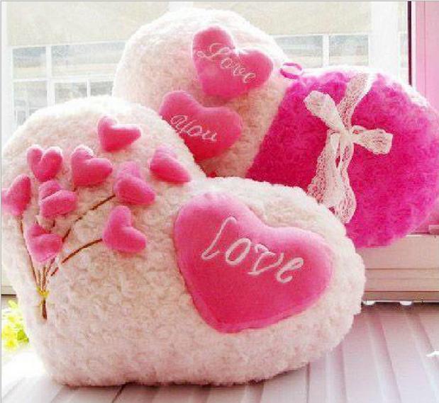 毛绒心形沙发抱枕爱心型婚庆中式情侣一对床上靠枕新婚房结婚礼物