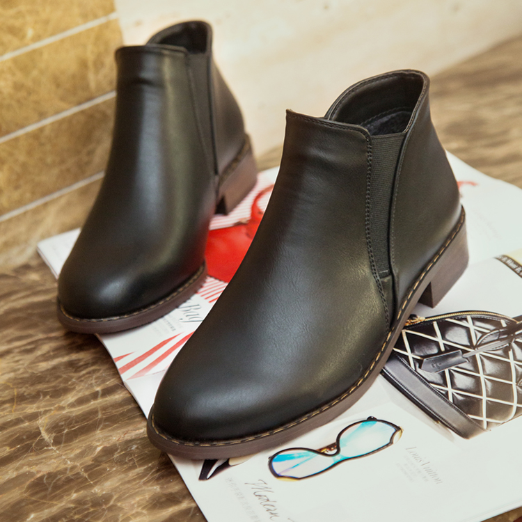 2017 European and American spring and autumn new British round head flat bottomed thick heel short boots womens trendy slope heel Martin boots and bare boots single shoes