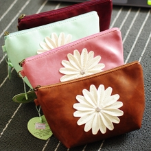South Korea lovely daisies pu leather waterproof makeup bag hand bag trumpet Cosmetics sundry receive a bag to receive bag