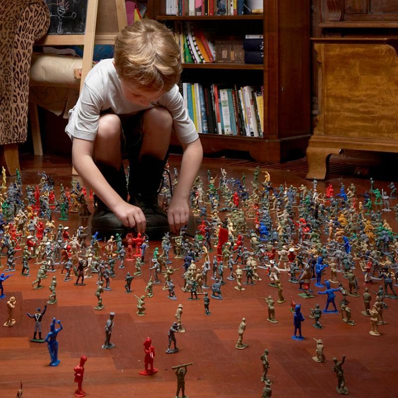 Бесплатная доставка два война армия человек солдат песок блюдо модель охрана окружающей среды пластик солдат человек игрушка ребенок военный война борьба сцена