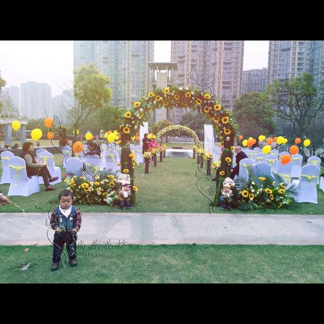 武汉鲜花速递花卉仿真绿植园艺婚礼鲜花布置向日葵鲜花拱门汉口店