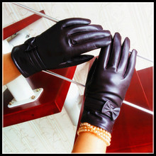 Ms leather gloves in the fall and winter of sheep skin and wool thickening bow thermal cycling women's driving gloves