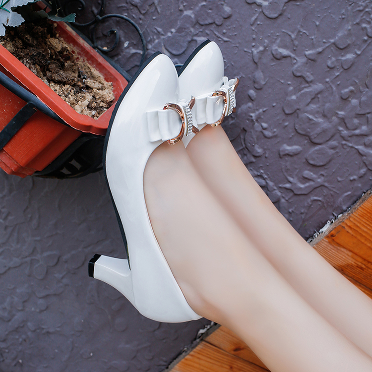单鞋女百搭工作高跟鞋春秋粗跟中跟蝴蝶结漆皮黑白女士厚底皮鞋