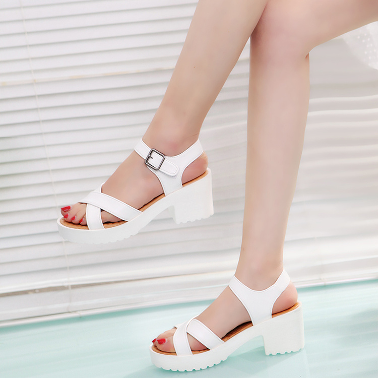 2018 summer new Korean thick heel waterproof platform fish mouth sandals womens middle heel student thick soled large white womens shoes