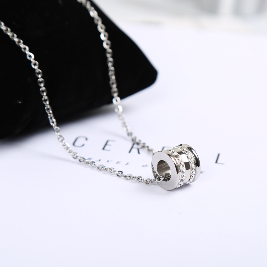 Korean titanium steel mens necklaces, lovers pendants, womens clavicle chain, sweater chain, fashion fashion fashion, personality, never fading accessories