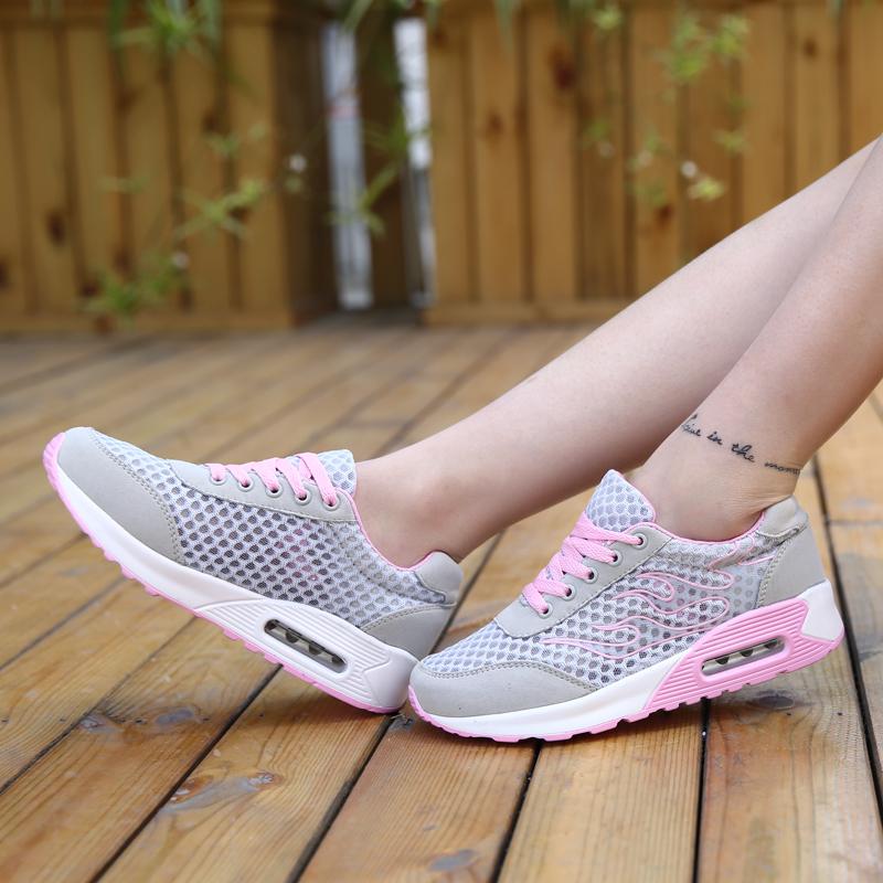 Аутентичные корейской версии летом увеличения оргазма женский шок мягкие Кроссовки Обувь женская обувь, чтобы пожать небольшие клинья Обувь кроссовки
