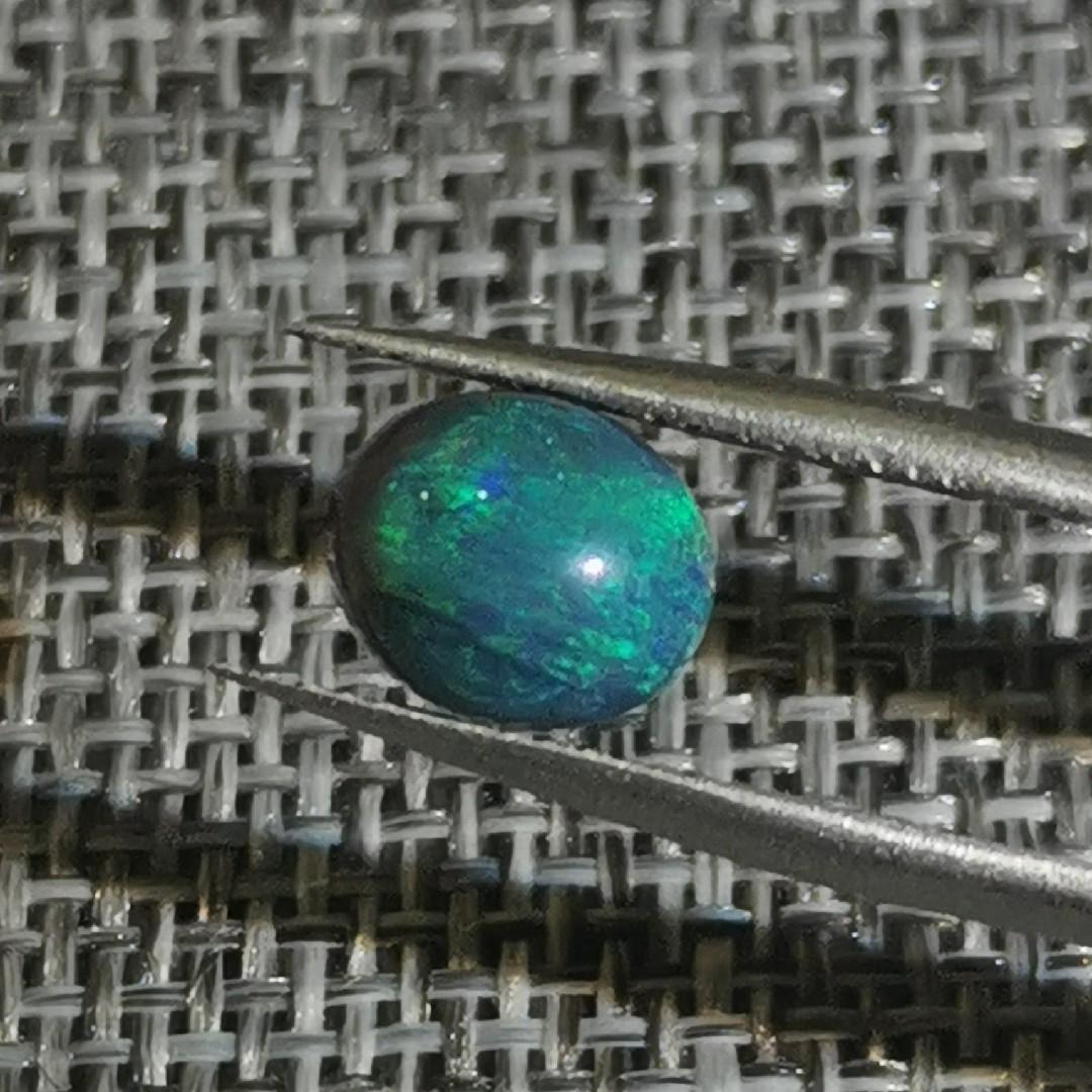 小鱼欧泊原石天然澳大利亚黑欧泊裸石戒面饱满墨绿中带脆绿彩