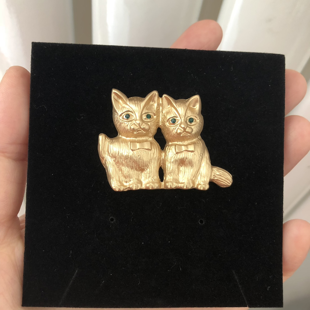 Small animal two cat gem eyes retro Gold Brooch girl Kawaii lovely leisure accessories Brooch