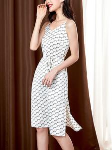 缎面印花吊带裙女2021春夏新款修身洋气V领仿真丝连衣裙,女装连衣裙,依妃尼迪