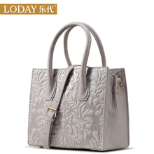 Ledai first-tier cowhide bag, leather bag, lady bag and lady bag, new fashion Korean stereo flower oblique handbag in 2019