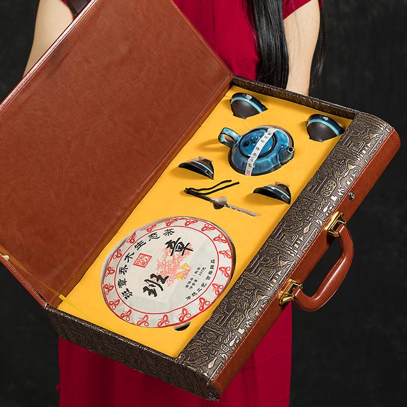 新年送礼茶叶过年礼品年货云南普洱茶熟茶饼高档皮质礼盒装带茶具