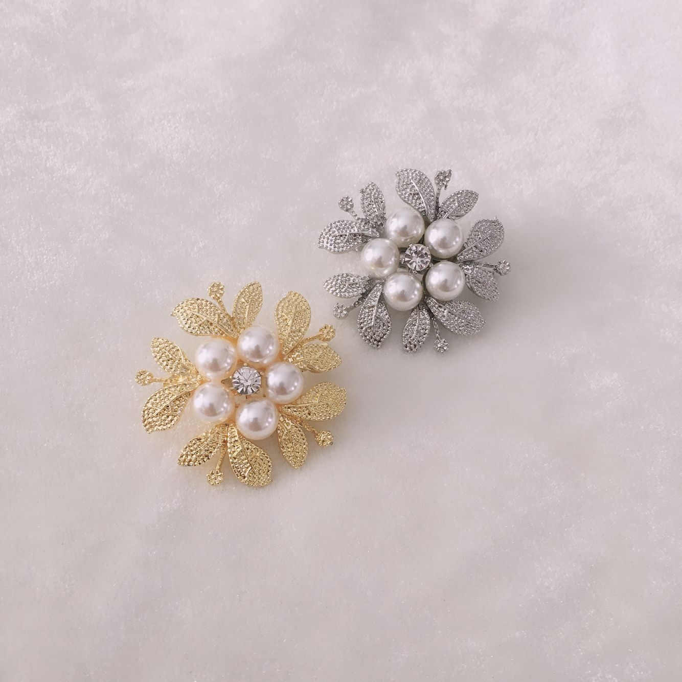 Korean temperament celebrity Pearl Brooch womens simple and elegant clothing accessories brooch pin clasp flower shawl clasp