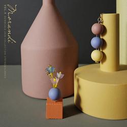 BOMBCACA莫兰迪系列 圆球花瓶 灰色调串珠小花哑光圆珠不对称耳环