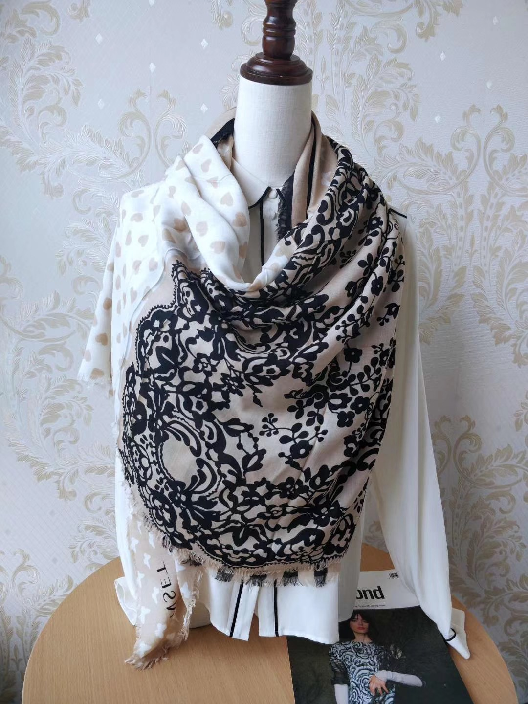 Single light and luxurious jacquard, elegant butterfly stripe, color matching, national style, soft scarf, large square scarf, exported to Italy
