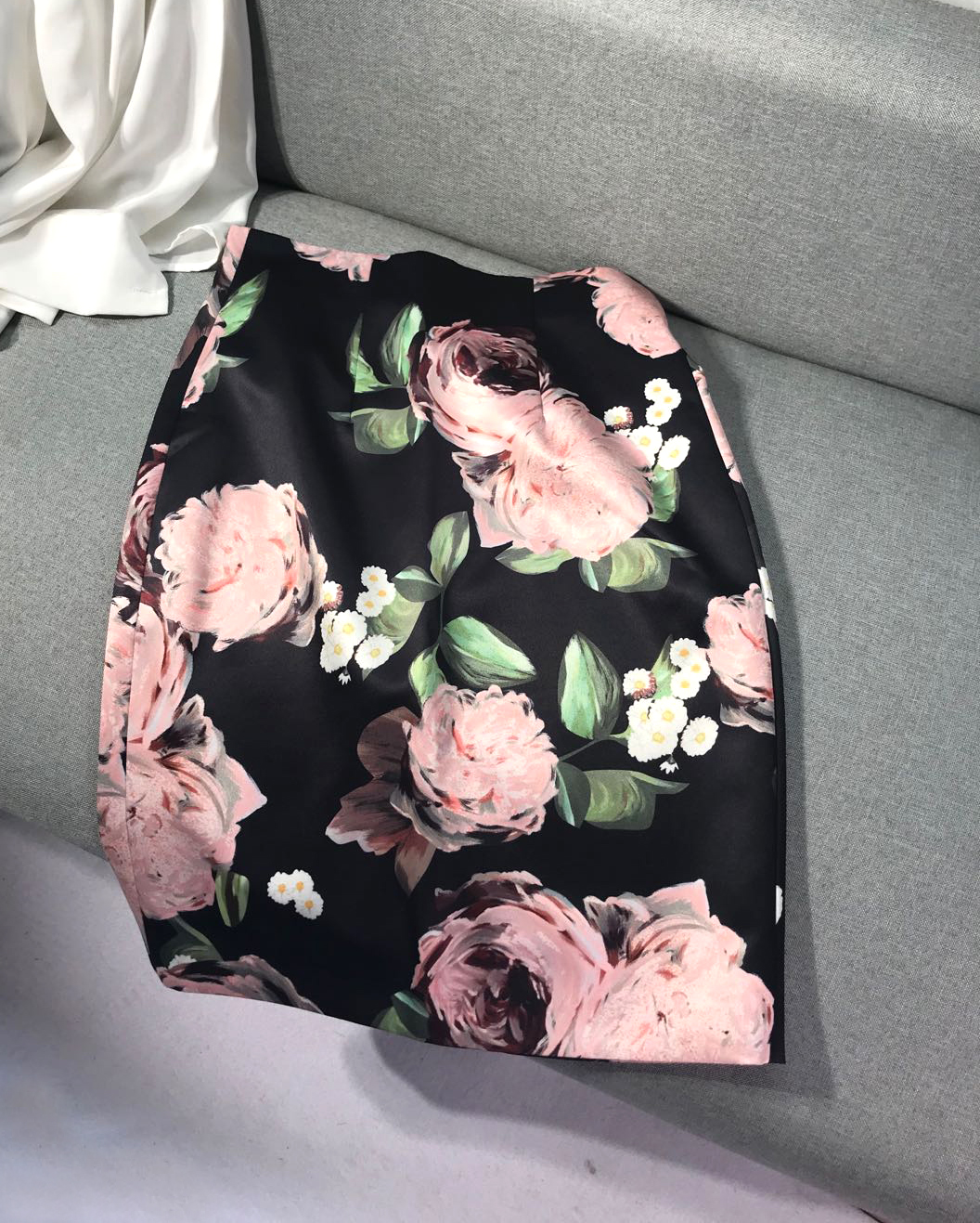 I strongly recommend your wife! Peony oil painting printing, light luxury silk satin High Waist Hip Wrap Skirt, Slim Pencil Skirt