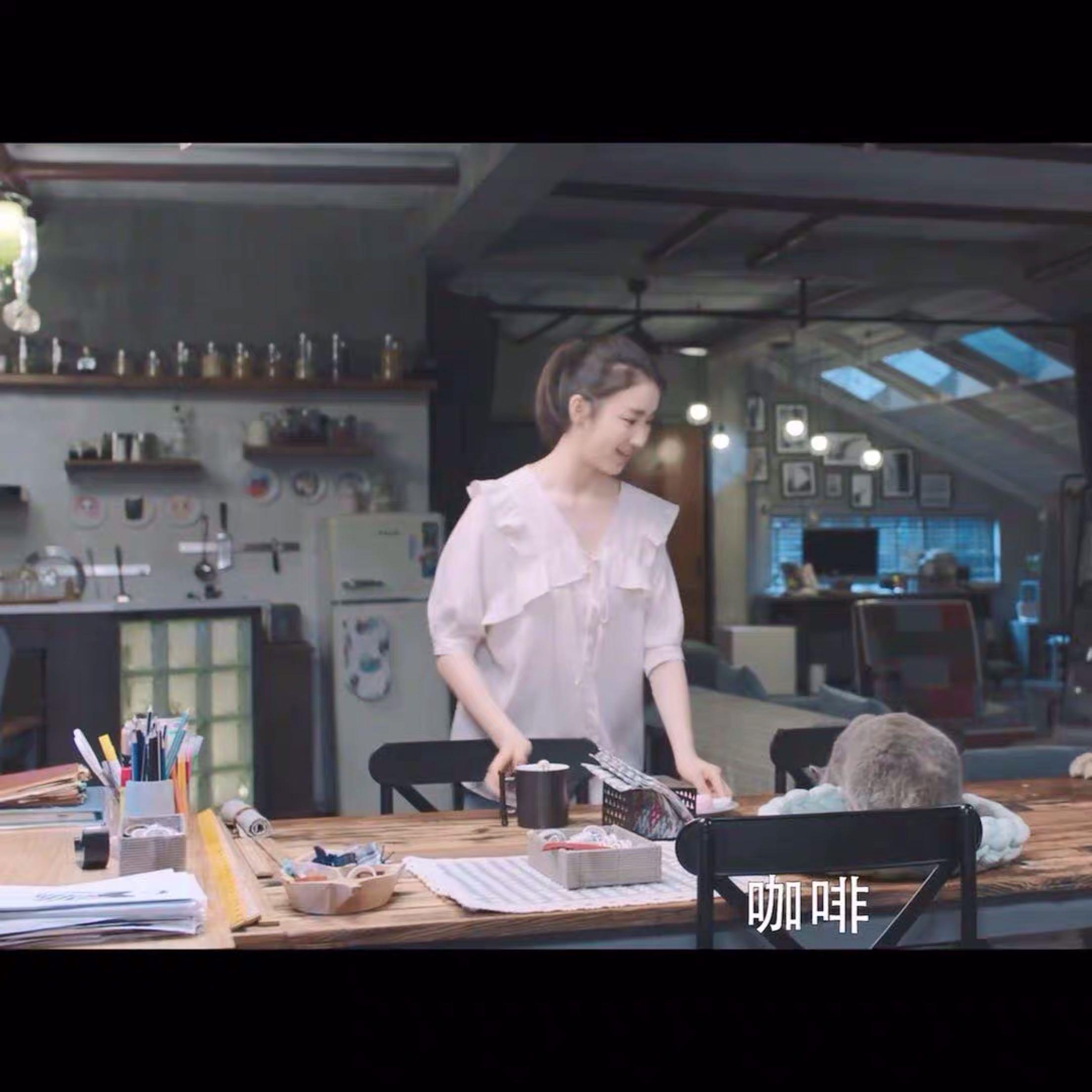Earth blushed, Zhang Lingyi, Wang Chen, the same womens fresh summer clothes, all kinds of matching ruffles, V-neck lace up chiffon shirt
