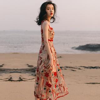 2021新款法式复古少女刺绣吊带连衣裙收腰显瘦气质海边度假沙滩裙
