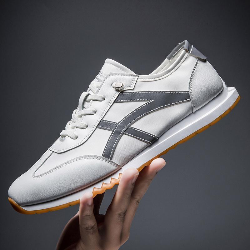 正味版の男子靴の夏の新型の板靴の青少年の潮流は空気を通します。