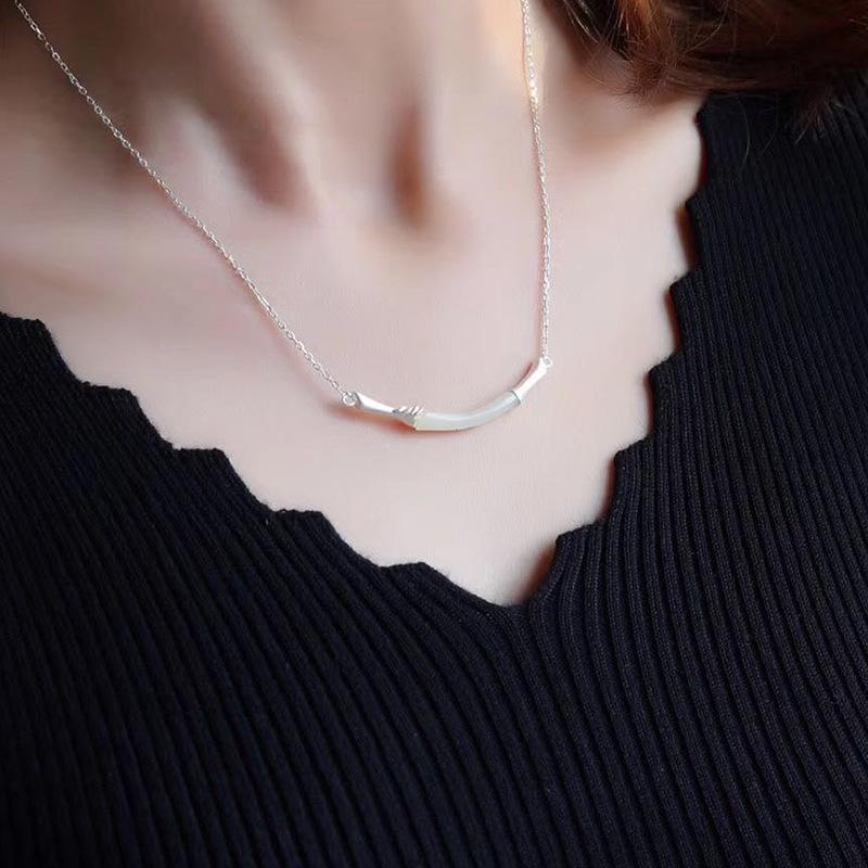 和田玉のペンダントの女性純銀を象眼した、白玉の復古のネックレスです。竹節文芸森ガールスタイルの小新で新鮮な鎖骨チェーンです。