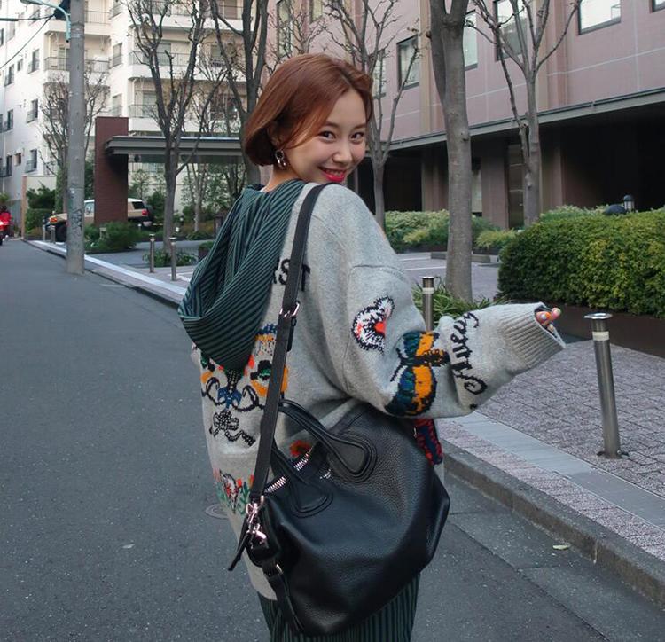 秋冬新款韩版提花可爱抽象卡通图案宽松减龄学生针织开衫 女